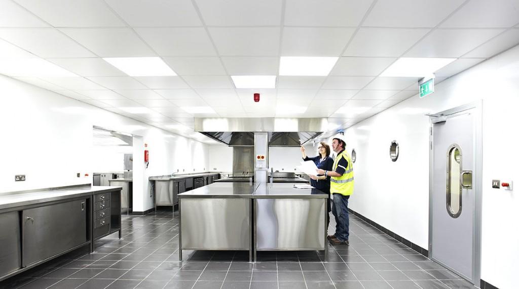 Acabados en cocinas industriales for Proyecto cocina restaurante